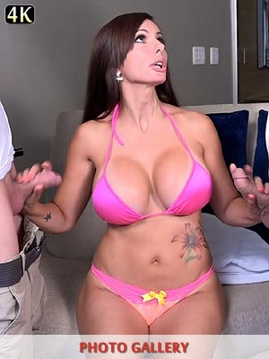 Bikini babes Catalina Cruz and Chanel Preston xxx blowbanged