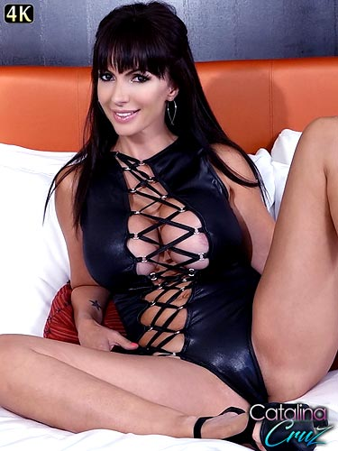 Catalina Cruz streamlined sex in a leather bodysuit
