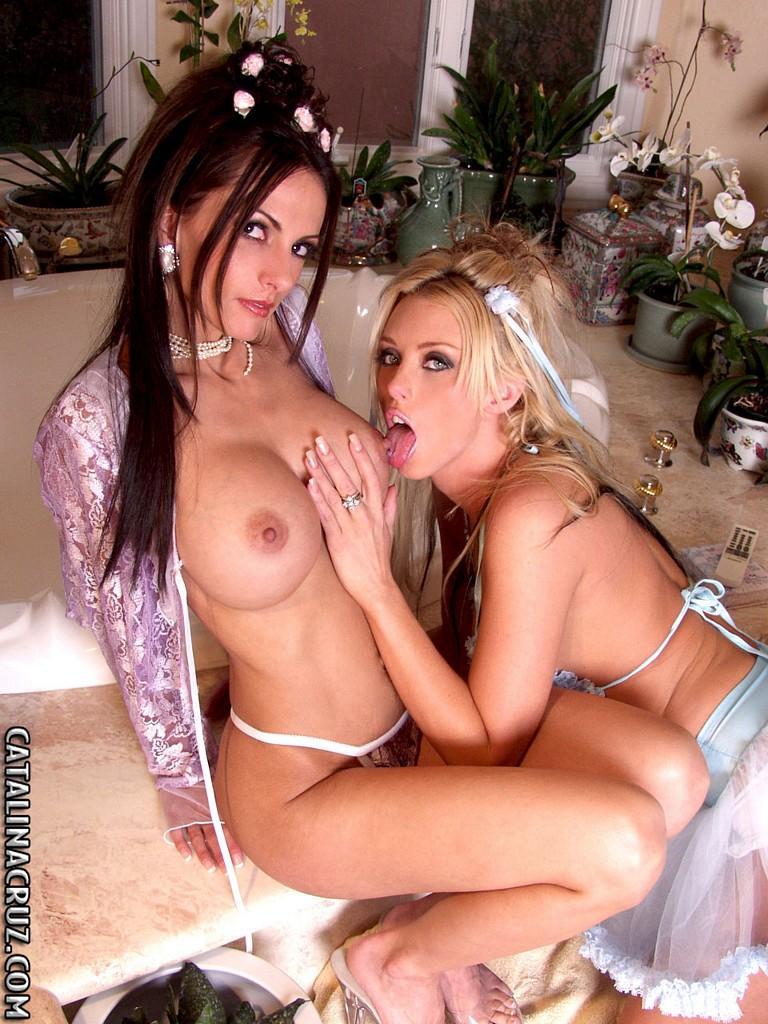 women flashing boobs pussy gif