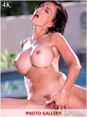 Catalina Cruz finger fucks her pussy outside by the pool