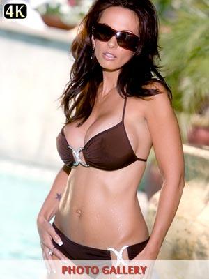 Super model Catalina Cruz in sexy bikini in a pool