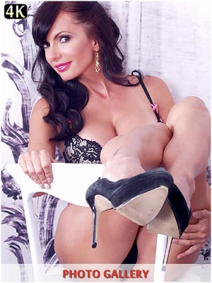 Milf Catalina Cruz wearing sexy bra and pantys
