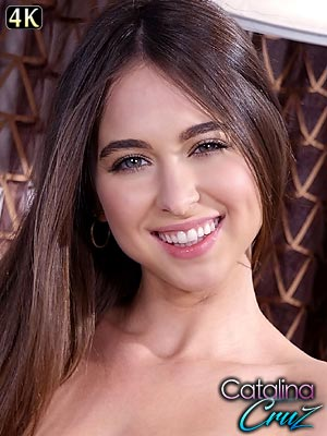 Riley Reid gets naughty masturbating her hairy pussy