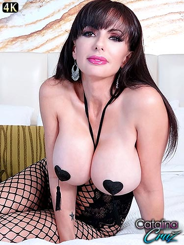 Catalina Cruz loves her body stockings and pasties live on cam